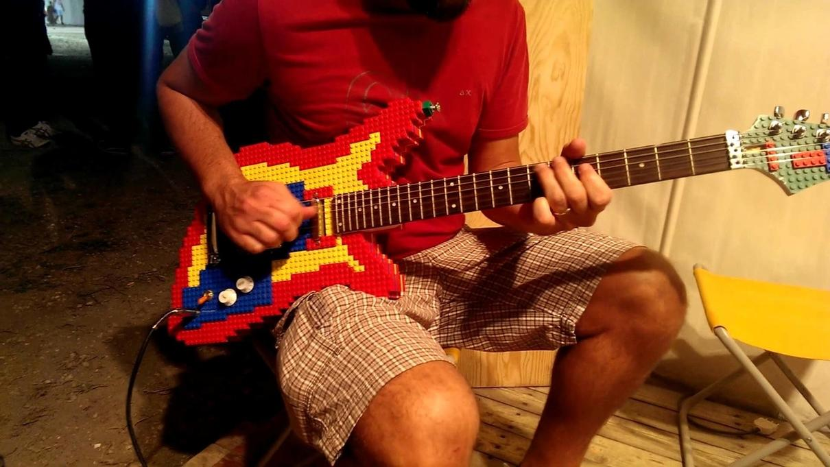 guitarra con Legos
