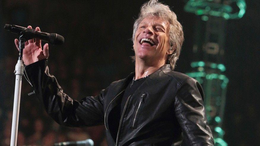 fan subió al escenario para ayudar a cantar a Bon Jovi